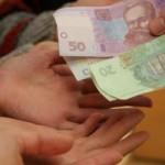 Со следующего года деньги на соцвыплаты будет искать Кабмин