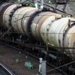 С рельсов в Свердловской области сошли цистерны с серной кислотой