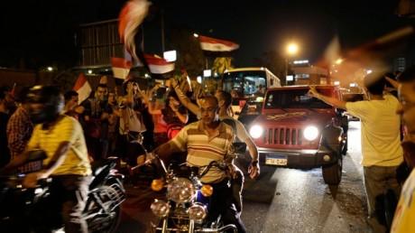 Американца зарезали за съемку египетских беспорядков на мобильник