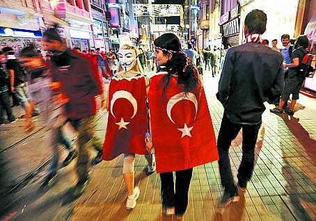 В Турции протестуют против политического ислама…