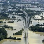 Германия и Венгрия и далее эвакуируют людей из-за наводнения
