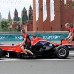 Болид «Формулы-1» разбился в самом центре Москвы