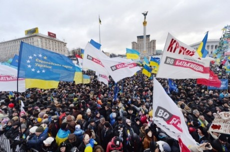 100 тысяч митингующих готовятся идти на Межигорье