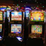 Почему в Сети играть в игровые автоматы удобнее и выгоднее?