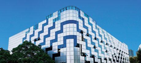 Современные интерьерные решения в оформлении фасадов зданий